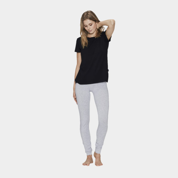 grå bambus leggings samt sort t-shirt